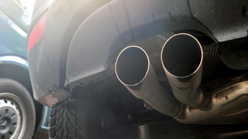 Auspuff eines Dieselautos