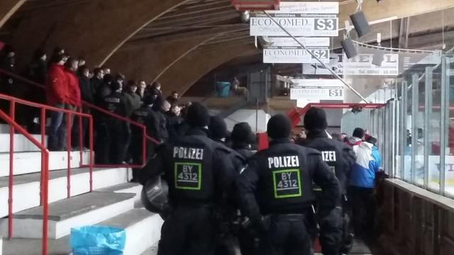 Grafing EHC gegen Weiden, Stadion Eishockey Polizeiaufgebot Polizei, Fans
