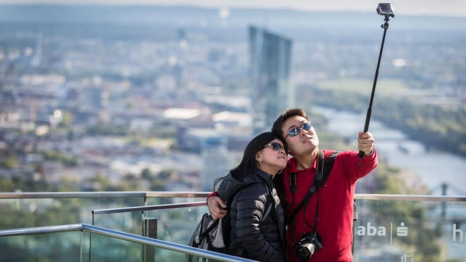 Selfie hoch über der Stadt