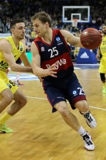 Ismet Akpinar Anton Gavel Aktion Spielszene Zweikampf Basketball Eurocup Achtelfinale B
