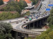 """Autobahnzubringer """"Tatzelwurm"""" in Freimann, 2006"""