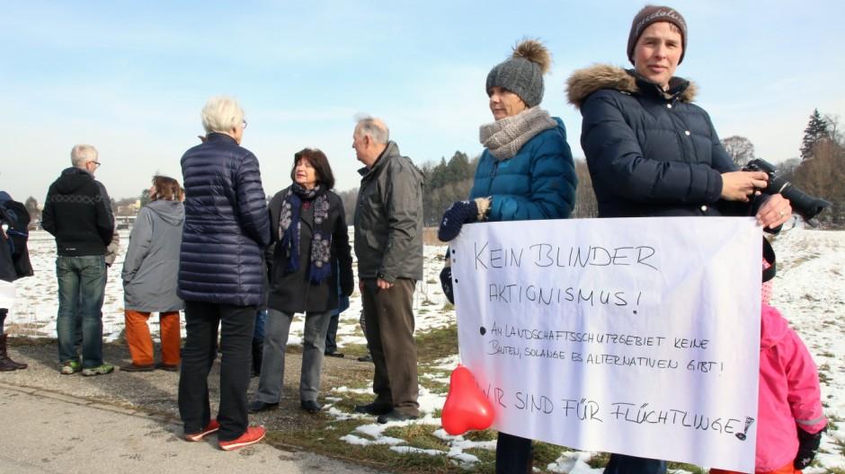 Demo und Gegendemo an der Leutstettener Straße