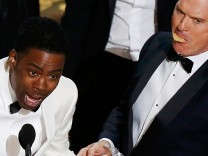 Actor Keaton enjoys Girl Scout cookies as host Rock closes the show at the 88th Academy Awards in Hollywood