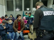 Refugees Flow Slows On German-Austrian Border