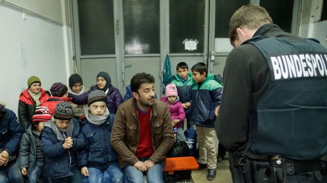 Refugees Flow Slows On German-Austrian Border