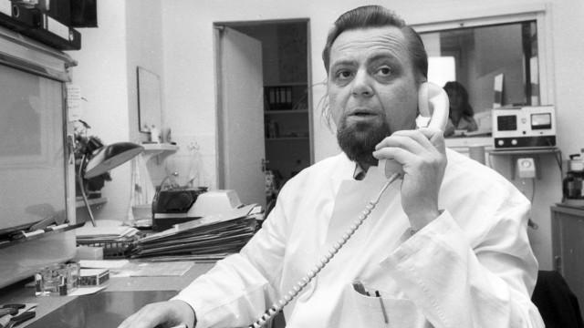 Dr Armin Klümper Sportmedizin in seiner Praxis in Freiburg 15 11 1978 HM