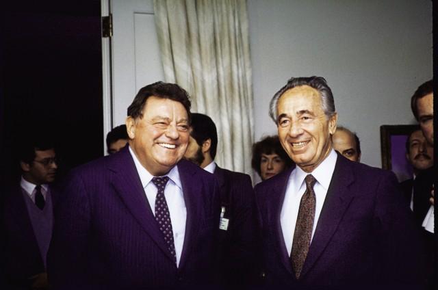 Israeli PM Shimon Peres w German politico Franz Josef Strau; shimon peres 2