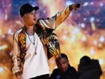 Modekolumne über Justin Bieber bei den Brit Awards