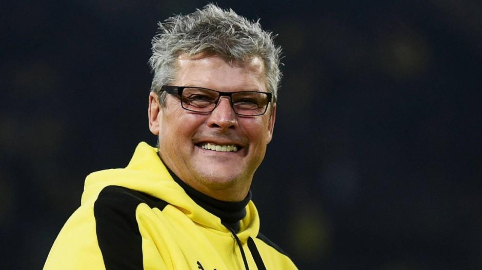 28 10 2015 xhbx Fussball DFB Pokal Borussia Dortmund SC Paderborn emspor v l Norbert Dickel
