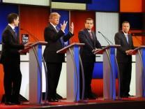 Donald Trump,  Marco Rubio,Ted Cruz und John Kasich während der TV-Debatte zur USA Präsidentschaftswahl in Detroit