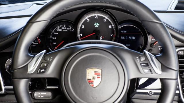 Die Instrumente des Porsche Panamera von Kreisel Electric.