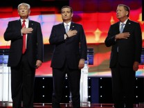 Republican U.S. presidential candidates put their hands over their hearts for the U.S. National Antherm as they stand together onstage at the start of the Republican U.S. presidential candidates debate sponsored by CNN at the University of Miami in Miami