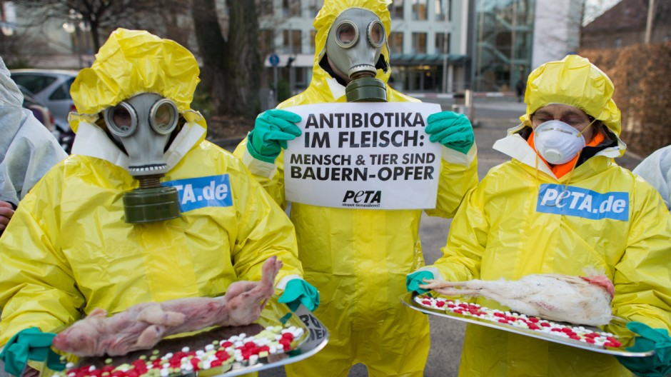 Peta-Aktion gegen Antibiotika im Fleisch