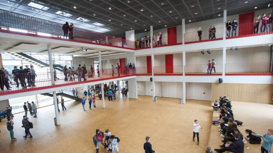 Taufkirchen, Walter-Klingenberg-Realschule