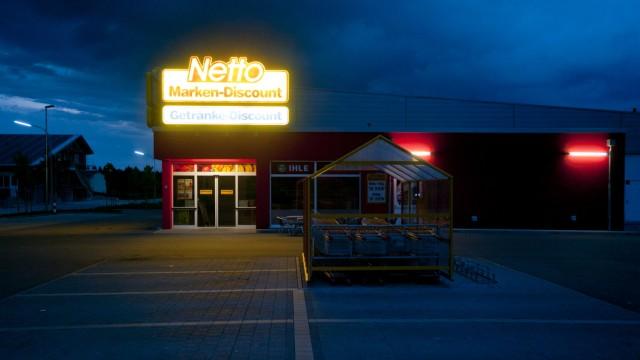 Netto-Markt im Gewerbegebiet Moorenweis bei Nacht, 2013