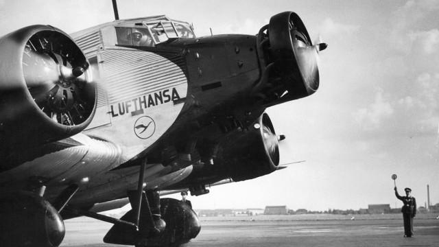 Start einer Junkers Ju 52 auf dem Berliner Flughafen Tempelhof, 1937