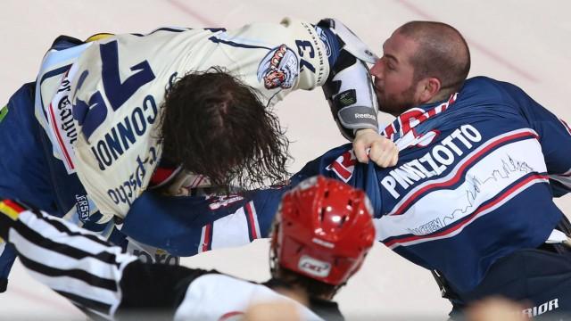 Ice hockey Eishockey DEL RB Muenchen vs Straubing MUNICH GERMANY 15 MAR 16 ICE HOCKEY DEL D