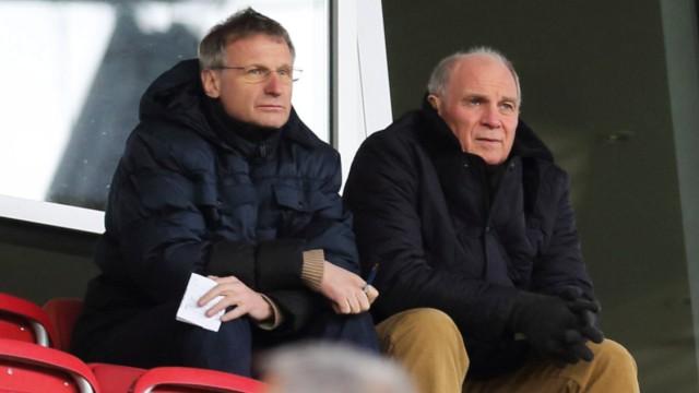 ULI HOENESS BESUCHT MIT MICHAEL RESCHKE DAS A JUGENDSPIEL MAINZ FC BAYERN MUENCHEN A JUNIOREN BUND; Reschke