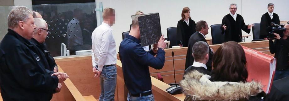 Prozess Brandanschlag Salzhemmendorf Die Angeklagten Dennis L Sascha D und Saskia B stehen am 10