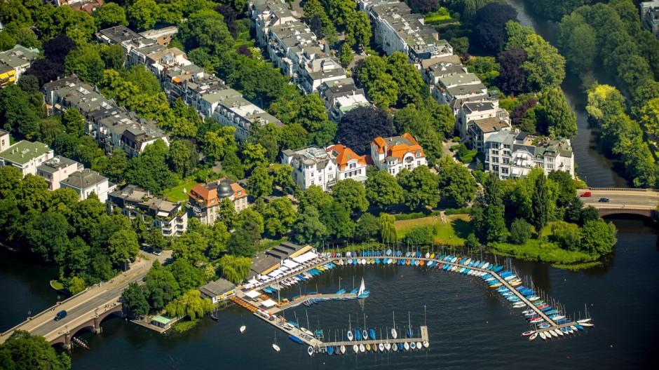 Außenalster mit Villenviertel und Marina Fernsicht Alster Anleger Bobby Reich Hamburg Freie und H
