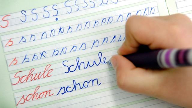 Sauklaue statt Schönschrift - Keine Handschrift-Prüfung in NRW