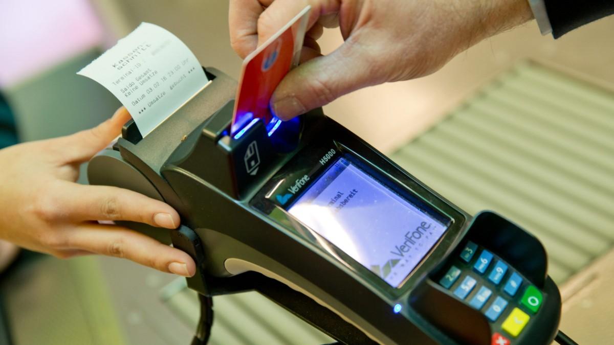 Hier Müssen Bankkunden Draufzahlen Wirtschaft Süddeutschede