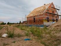 Kleines Grundstück und hoher Energiestandard: Sparen beim Neubau