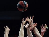 Basketball - Kampf um den Ball