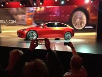 Das neue Tesla Model 3 bei seiner Weltpremiere in Los Angeles.