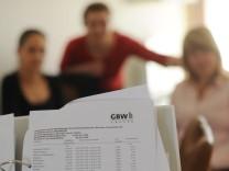 Wegen hoher Nachforderungen von Betriebskosten hatten GBW-Mieter schon früher protestiert. Geschäftsführer Claus Lehner verteidigt das Unternehmen.