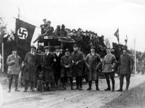 Hitler und NSDAP-Mitglieder, 1922