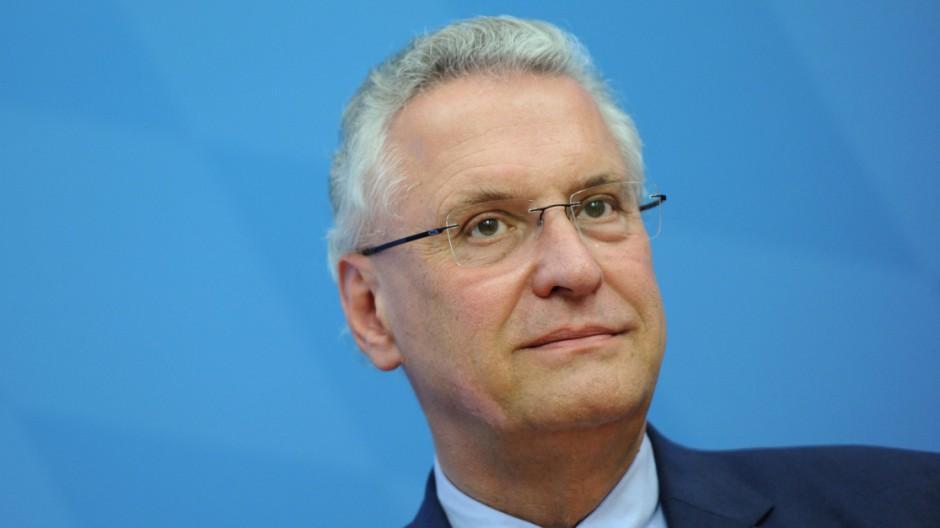 Herrmann stellt Verfassungsschutzbericht vor