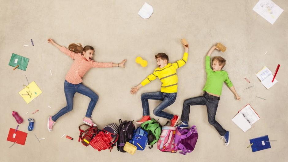 School kids fight each other model released Symbolfoto PUBLICATIONxINxGERxSUIxAUTxHUNxONLY BAEF00093