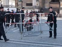 Balastung bzw. Belästigung durch Pegida und Polizei bzw. Polizeiabsperrungen am Odenosplatz/Brienner Straße für Geschäftsleute