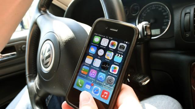 Smartphone am Steuer