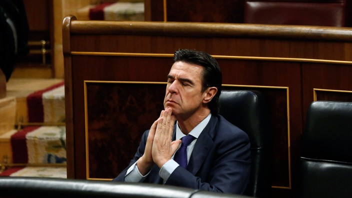 Acting Industry Minister Soria resigns