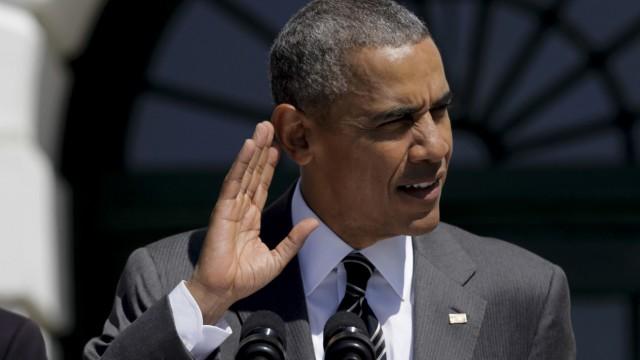 US President Barack Obama and Vice President Joe Biden welcome pa