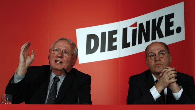 Co-party leader Lafontaine of the left-wing party Die Linke and party fellow Gysi address a news conference  in Berlin