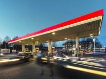 Germany Grevenbroich petrol station at blue hour PUBLICATIONxINxGERxSUIxAUTxHUNxONLY FRF000221