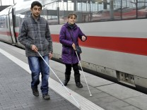 Blinde und sehbehinderte Menschen testen umgebauten IC