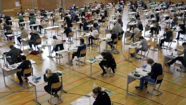 Abitur Prüfung Proteste gegen Mathematik-Abitur