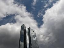 Dunkle Wolken über der Deutschen Bank
