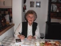 """Autorin Lisa Frei aus Ismaning stellt ihr Buch """"Straße der Gebirgsjäger"""" vor am 2. Mai mit Kriegserinnerungen  In England ist das Buch bereits erschienen"""