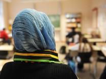 Knappe Mehrheit will Kopftuch-Verbot an deutschen Schulen