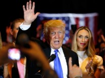 Republican U.S. presidential candidate and businessman Donald Trump waves after speaking to supporters following the results of the Indiana state primary at Trump Tower in Manhattan, New York