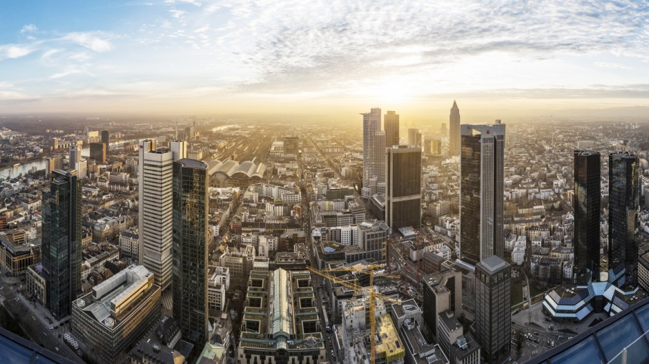 Germany Frankfurt View over the city at sunset from above PUBLICATIONxINxGERxSUIxAUTxHUNxONLY HNF0