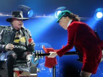 Axl Rose und Angus Young beim AC/DC-Konzert in Lissabon