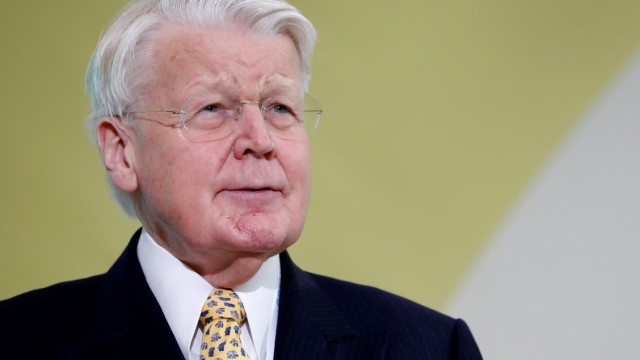 Iceland's President Olafur Ragnar Grimsson attends a news conference during the World Climate Change Conference 2015 at Le Bourget