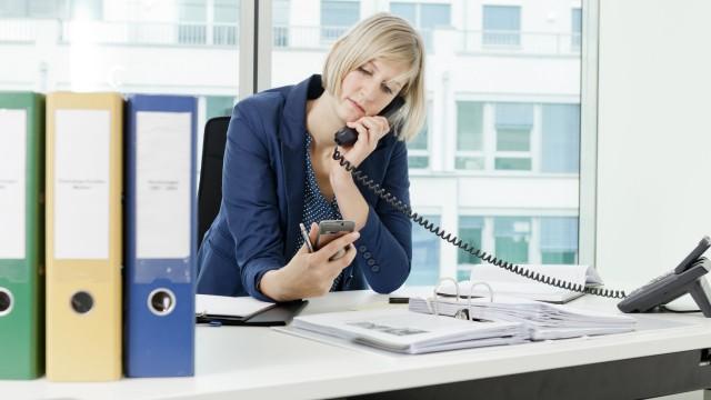 Handy-Check und Arztbesuch: Wie viel Privates ist im Job erlaubt?