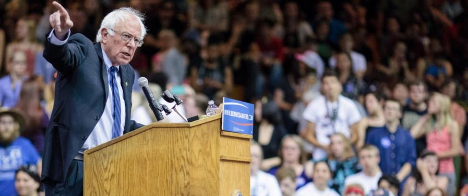 Bernie Sanders campaigns in Oregoni